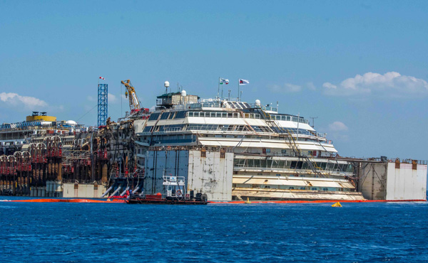 Offshore-Costa-Concordia-Photo-Serena-Galvani2